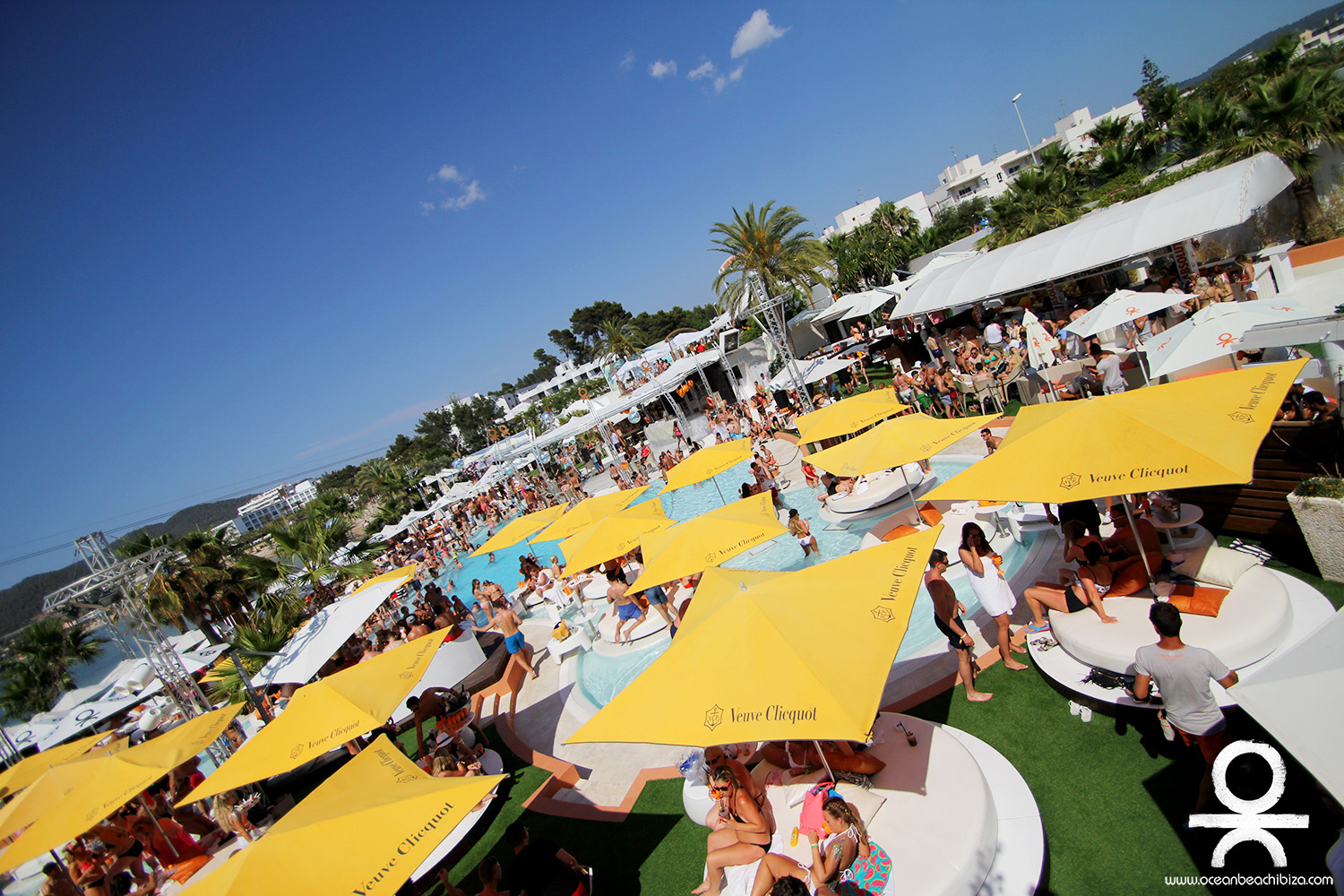 Club-hopping or Bar-hopping ibiza