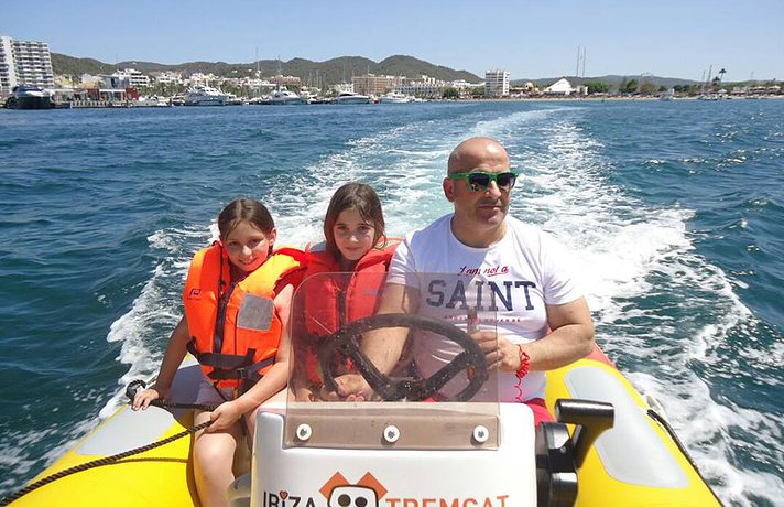 ibiza yellow boats for families