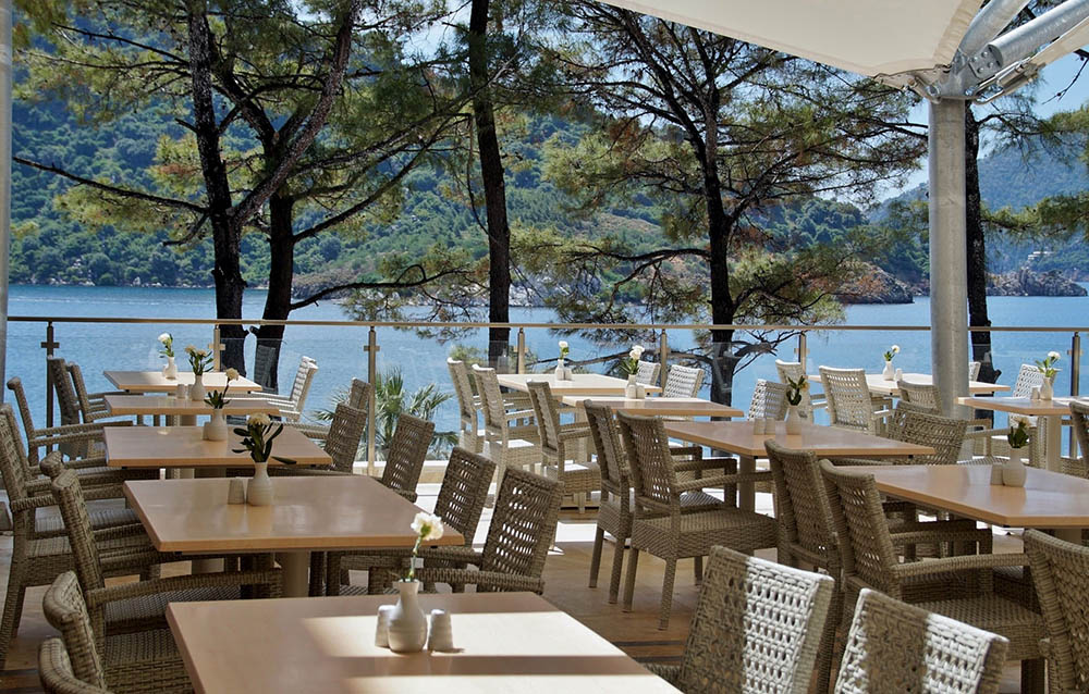 september in ibiza with quiet restaurants