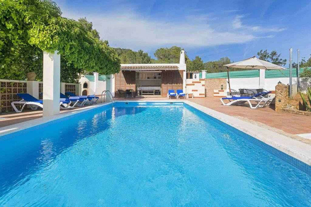 Rent a romantic villa for a couple in Ibiza