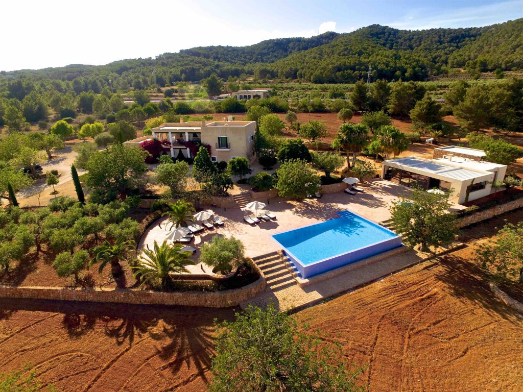 Rent large holiday villa ini Ibiza for groups