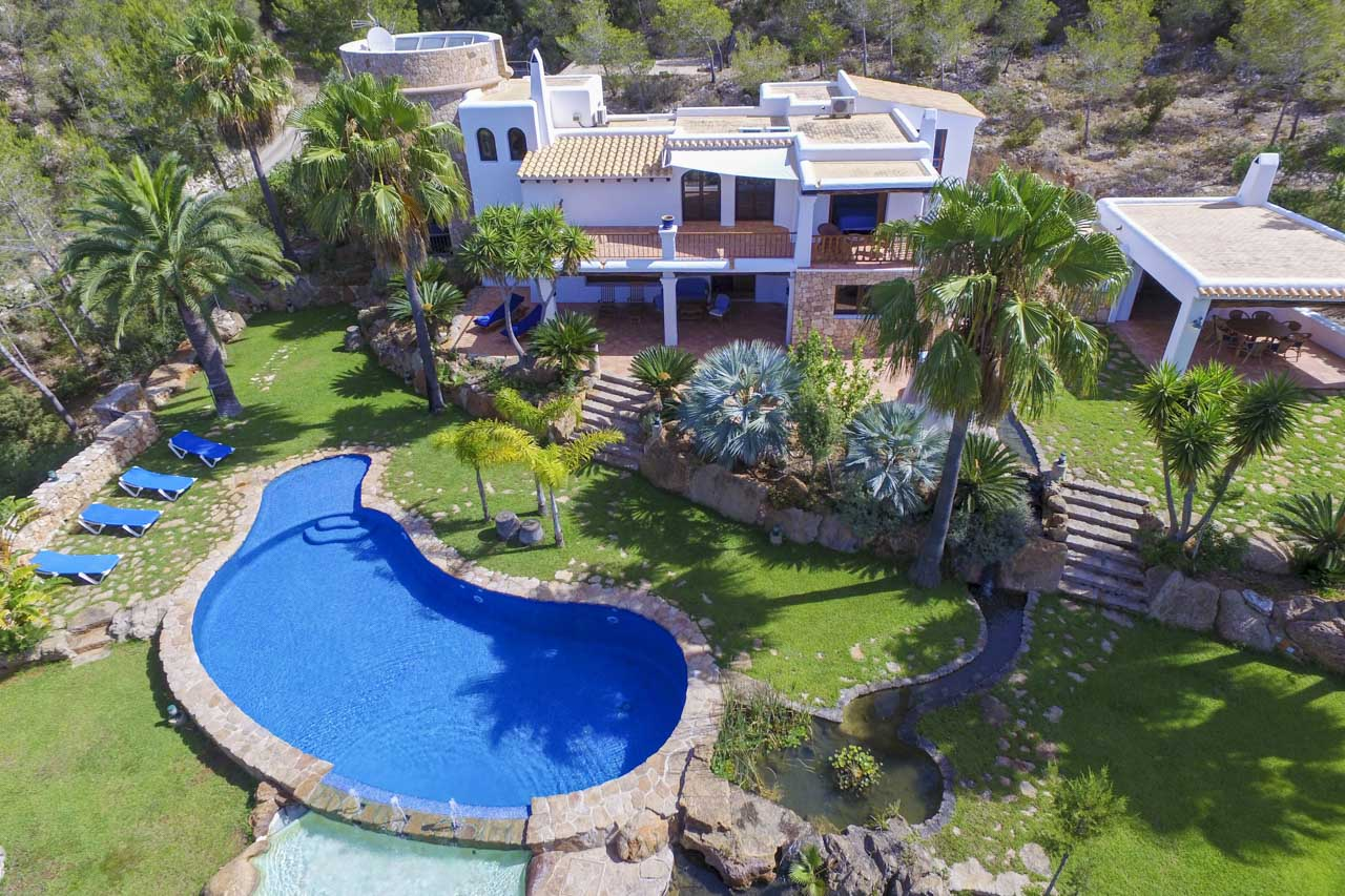 General picture garden and house for rent in ibiza