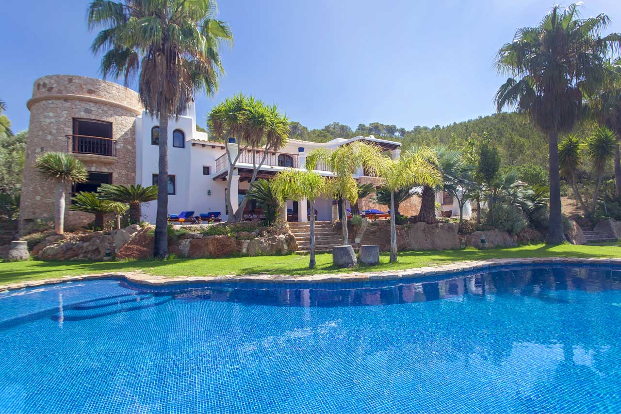 Luxury villa in ibiza with pool and garden
