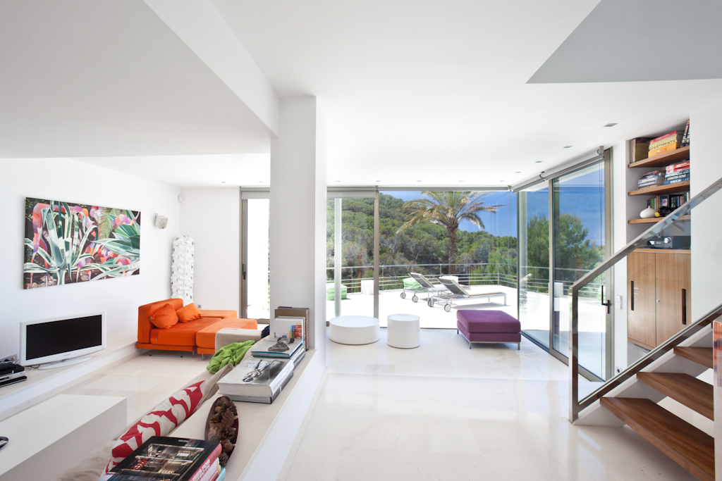 Living room with views to the pool zone
