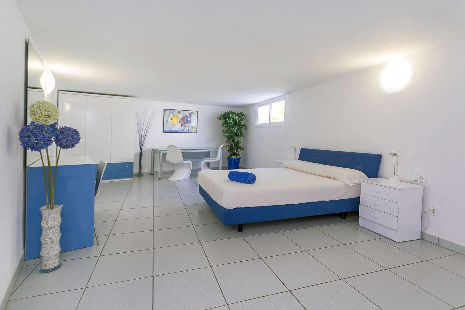 double room in house for rent in ibiza