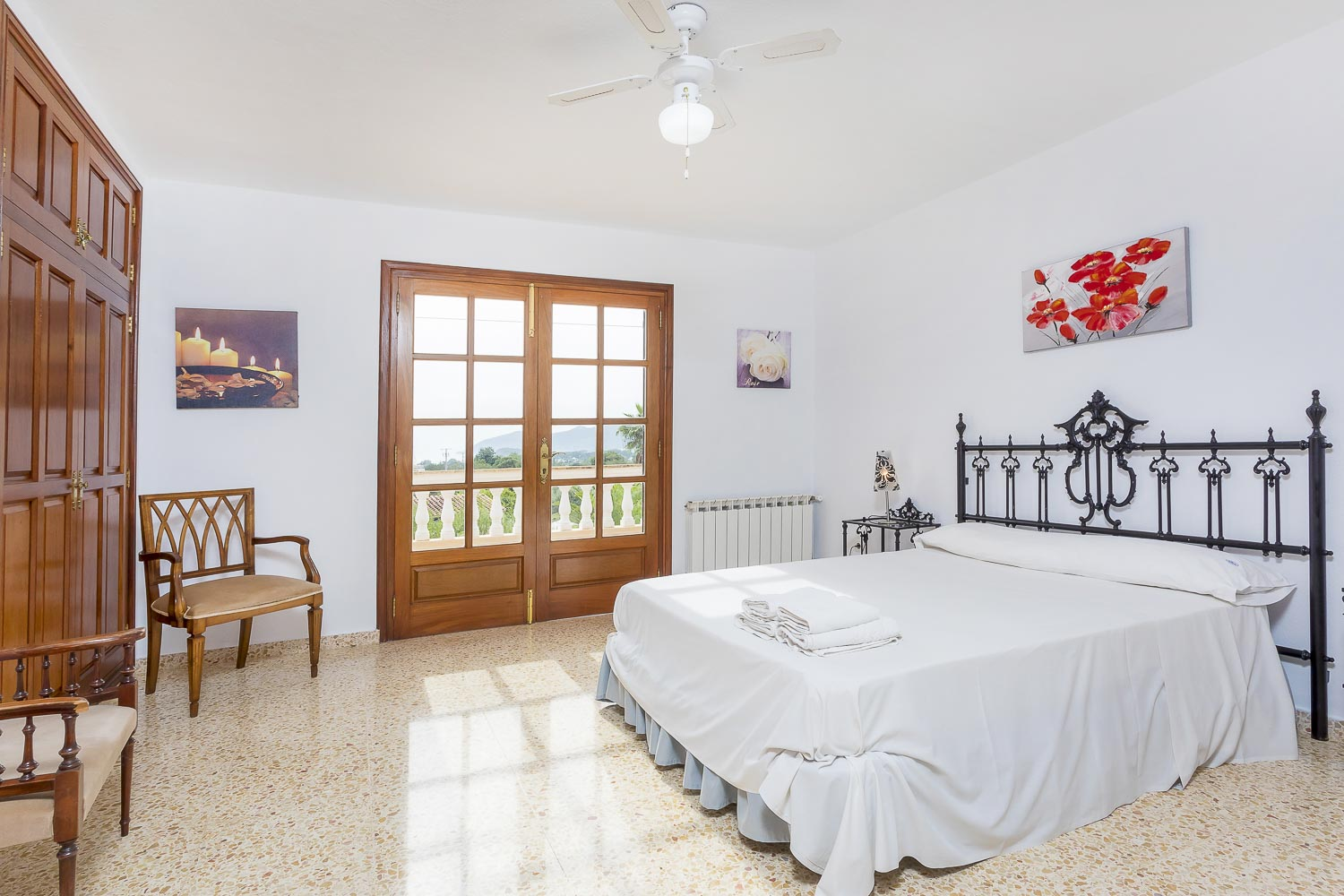 Double bed room in a rental house in Ibiza