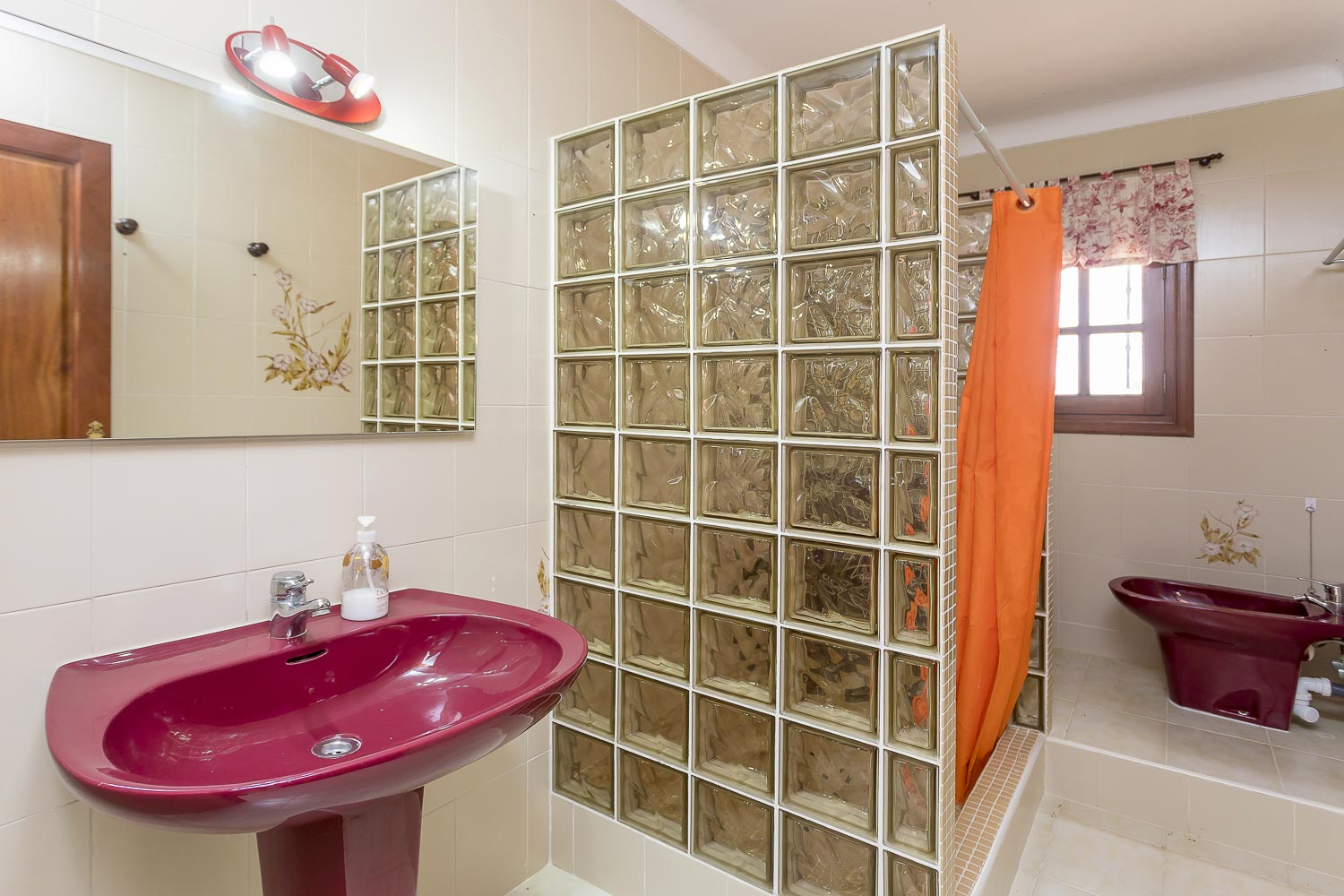 Private bathroom with a shower in a rental house in Ibiza