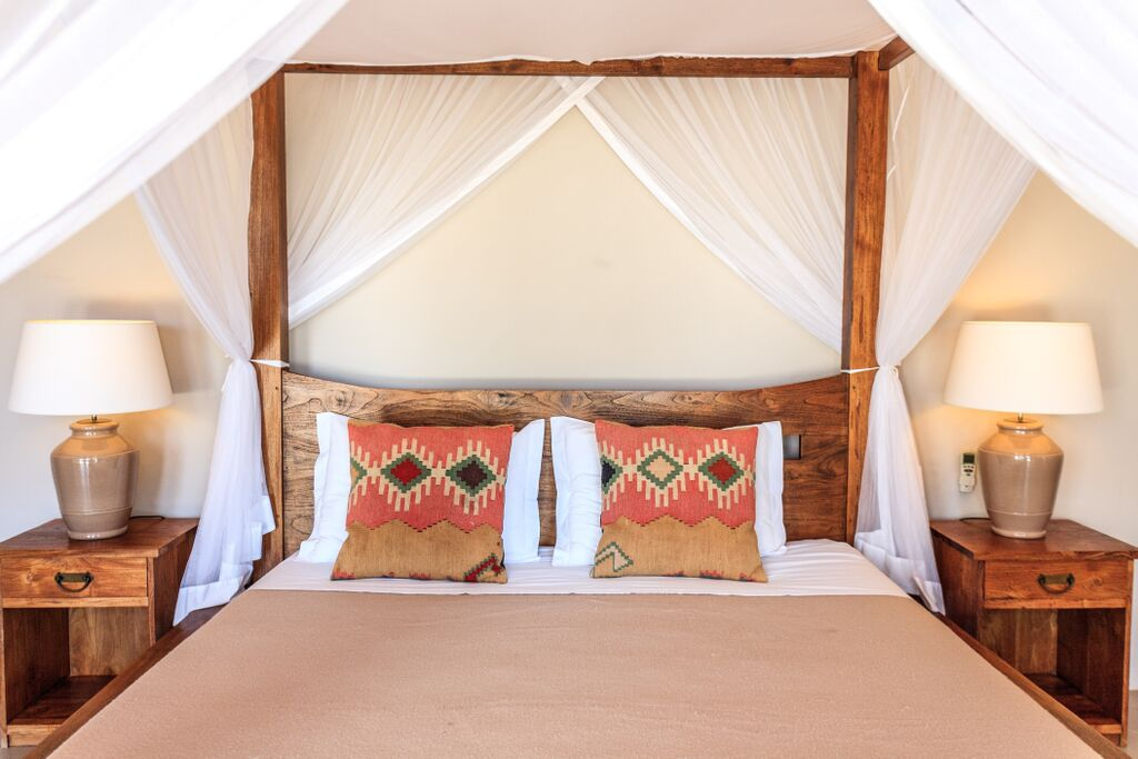 Canopy double  bed room