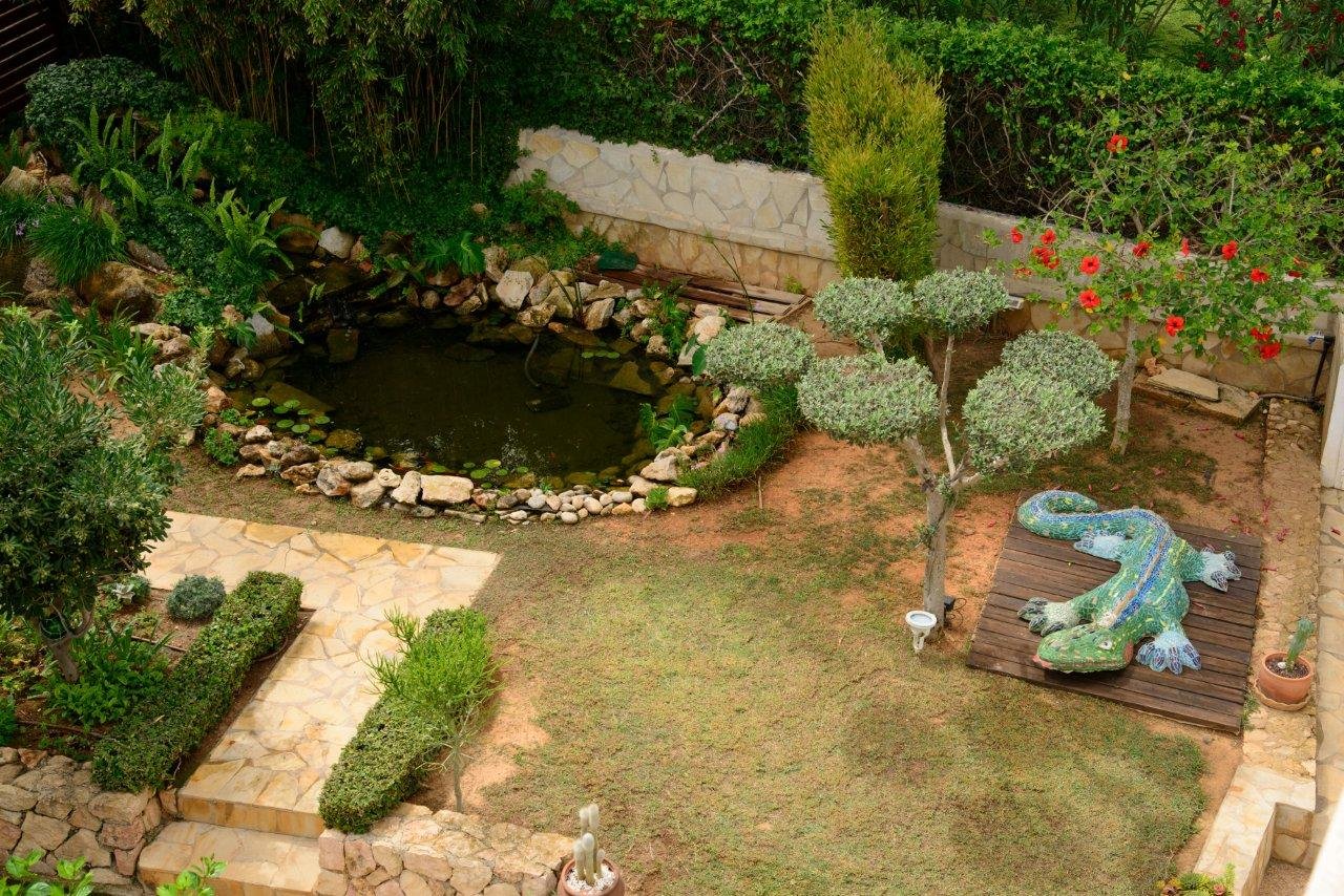 Garden zone with water pond