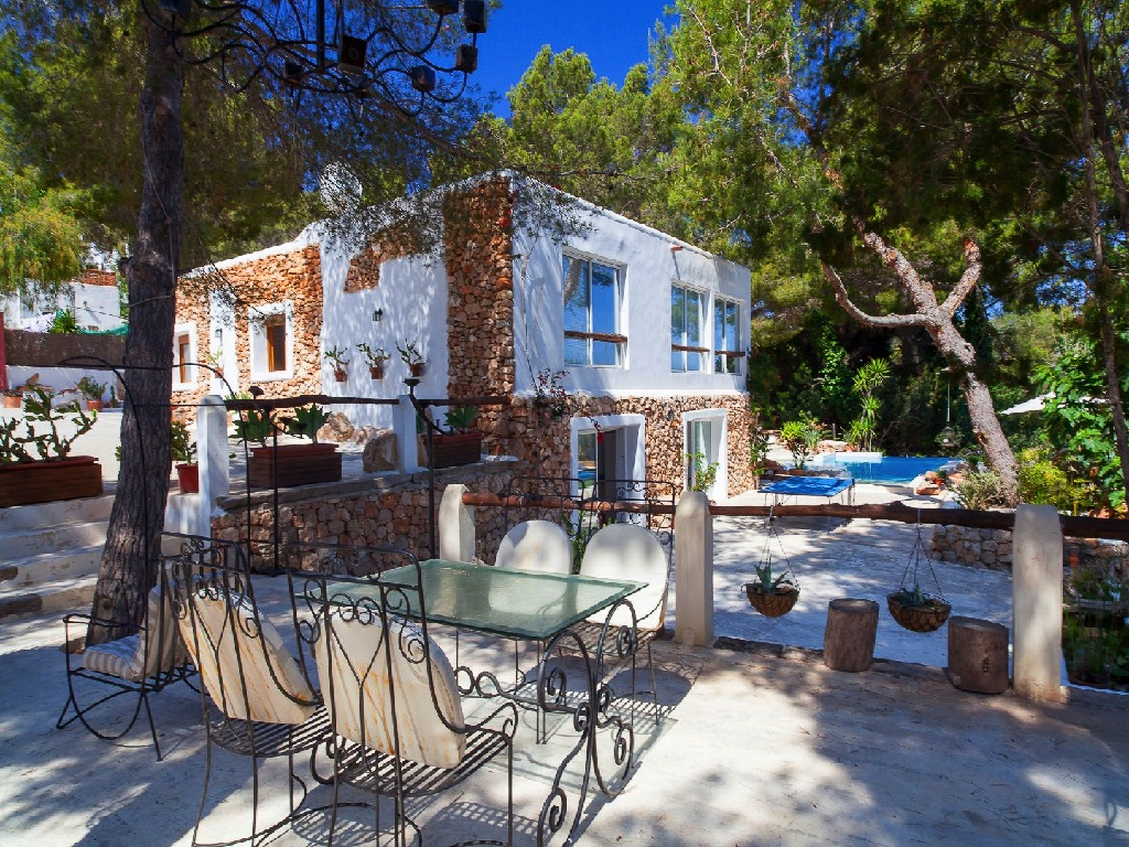 rustic house for rent in ibiza