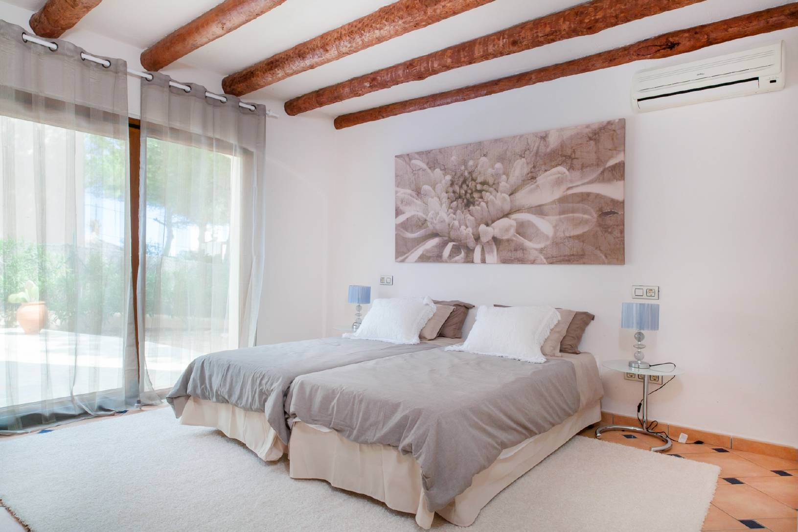 2 bed room for rent in ibiza