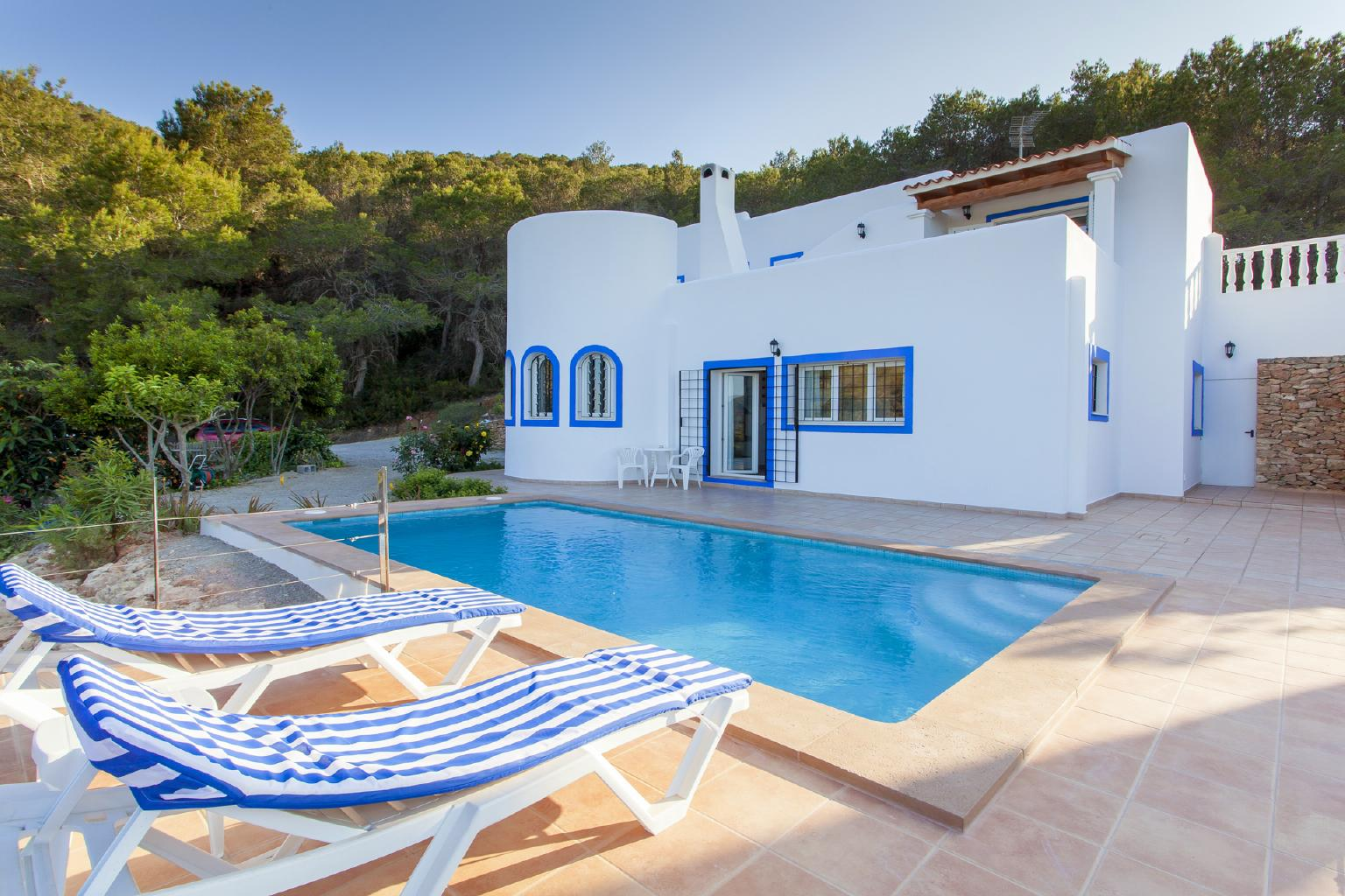 Typical Ibizan house with pool and in a natural environment