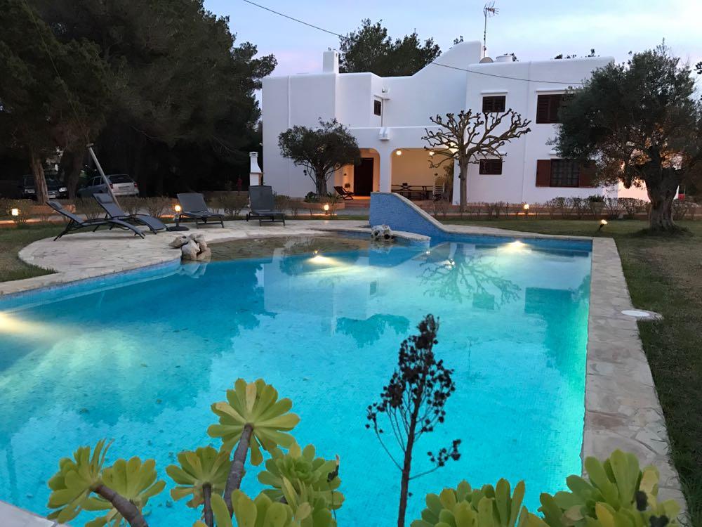 Villa Rosa in Ibiza / - Quiet White Rustic Villa - Rent